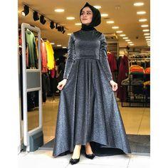 Hijab Evening Dress, Hijab Dress Party, Hijab Style Dress, Long Evening Gowns, Modest Fashion, Hijab Fashion, Fashion Dresses, Women's Fashion, Fashion Design