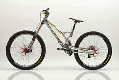 Favorite DH bike of all time? - The Hub - Mountain Biking Forums / Message Boards - Vital MTB Best Mountain Bikes, Mountain Biking, Mtb Frames, Mt Bike, Downhill Bike, Push Bikes, Old Bikes, Bike Parts, Bike Frame