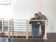 If your stairs need updating, try these DIY stair makeover ideas and projects! Make your stairs full of style! Rebar Railing, Cable Stair Railing, Black Stair Railing, Loft Railing, Modern Railing, Black Stairs, Railing Ideas, Banisters, Staircase Railings