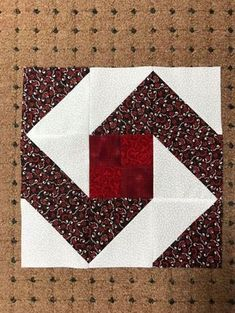 Patchwork quilt squares layer cakes New Ideas Patchwork Quilting, Patchwork Patterns, Scrappy Quilts, Quilt Block Patterns, Pattern Blocks, Patchwork Tutorial, Patchwork Ideas, Crazy Patchwork, Half Square Triangle Quilts