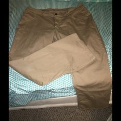 Lee Riders Size 18 Khaki Jeans Look new!   Size 18.  Lee Riders khaki jeans.  Important:  I make sure all items are freshly laundered as applicable (shoes and tagged items, I don't remove the tags and wash).  However, not all my items come from pet/smoke free homes.  Low pricing reflective of this. Thank you for looking! Lee Jeans