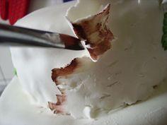 wedding cakes birch | DIY birch-style wedding cake : Painting the birch bark