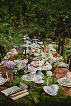 Mad Hatter Party, Mad Hatter Tea, Mad Hatter Wedding, Alice Tea Party, Mad Tea Parties, Vintage Tea Parties, Dinner Parties, Vintage Party, Vintage Decor