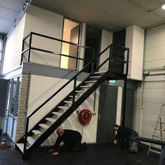 Rechte trap en balustrade WWW.TRABOTRAPPEN.NL