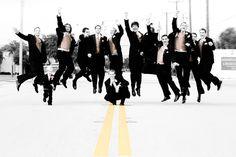 Groomsmen Photos, unique groomsmen photography, posing groomsmen, posing large group of groomsmen