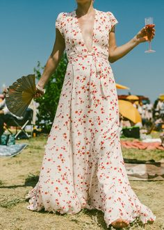 Rosè in hand with a swingy dress made for summer // More street style inspiration on Racked: (http://ny.racked.com/2015/6/1/8698505/veuve-clicquot-polo-classic-photos-2015?utm_content=buffer096fa&utm_medium=social&utm_source=pinterest&utm_campaign=racked#4752712)