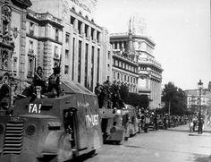 Los Hispano-Suiza de la Columna Durruti llegados a Madrid y fotografiados en la C/ Alcala.