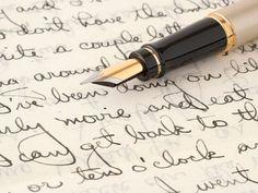 Revista nr. 33//Scrii mai strâns sau mai lăbărțat?Mai curbat sau mai drept? Scrisul de mână este legat de personalitate, forma literelor, dimensiunea și înclinația liniilor dând la iveală trăsăturile de caracterul tău. Lifestyle, Hands