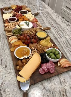How to Build a Beautiful Cheese and Charcuterie Board with The BakerMama Charcuterie Gifts, Charcuterie Platter, Charcuterie And Cheese Board, Antipasto Platter, Snack Platter, Meat Platter, Cheese Platers, Meat Cheese Platters, Appetizers For Party