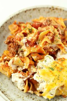 Instant Pot Beef Lombardi--ground beef with Rotel and tomatoes, egg noodles, sour cream and cheese. A random combination that tastes so good all together. Try making this casserole all in one pot, your Instant Pot. Easy dinner and easy clean up! Instant Pot Steak Recipe, Instant Recipes, Instant Pot Dinner Recipes, Instant Pressure Cooker, Pressure Cooker Recipes, Pressure Cooking, Slow Cooking, Honey Recipes, Spicy Recipes