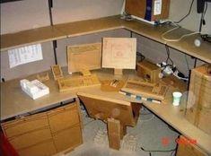 The 19 Best Office Desk Pranks You've Ever Seen - BlazePress Office Cube, Cool Office Desk, Best Pranks Ever, Good Pranks, Harmless Pranks, Coworker Birthday Gifts, Used Office Furniture, Office Humor, Pranks
