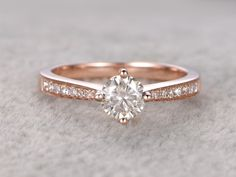 brillante Moissanite Verlobungsring Rose gold von popRing auf Etsy brilliant moissanite engagement ring rose gold from popRing on Etsy Engagement Ring Rose Gold, Wedding Rings Solitaire, Wedding Rings Vintage, Vintage Engagement Rings, Diamond Wedding Bands, Halo Engagement, Gold Wedding, Diamond Rings, Solitaire Diamond