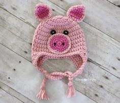 Crochet Baby Hats Crochet Pig Hat Free Pattern More - You will love this collection of Free Crochet Baby Animal Hats Patterns that we have put together for you. Find all your favourites and Pin now. Crochet Pig, Sombrero A Crochet, Crochet Animal Hats, Bonnet Crochet, Crochet Kids Hats, Crochet Beanie, Cute Crochet, Crochet Crafts, Crochet Projects