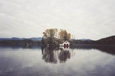 http://cabinporn.com/post/109995011265/family-compound-on-honeymoon-island-near-saranac