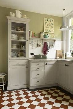 Handgemaakte keukens op maat - Uw keuken op maat - De Zeug Kitchen Layout, Kitchen Design, Little Kitchen, Small Room Bedroom, Beautiful Kitchens, Country Kitchen, Cheap Home Decor, Vintage Kitchen, Interior Design Living Room