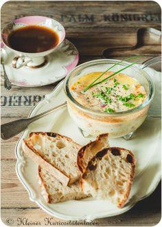 Oeuf en Cocotte mit Merguez und Brie