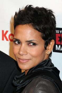 Halle Berry short pixie haircut for black hair Short Haircut Styles, Short Pixie Haircuts, Hairstyles Haircuts, Short Hair Cuts, Pixie Cuts, Short Styles, Halle Berry Hairstyles, Ethnic Hairstyles, American Hairstyles