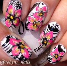 Flowers by @robyns_nails