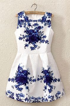 Gorgeous dress! I love cobalt blue and white. Perfect outfit for spring and summer! Women's fashion
