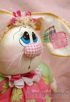 Nesta semana que antecede a páscoa a decoração do atelier está repleta de coelhos!! São coelhos pequenos de pindurar...    ... lindos bonec...
