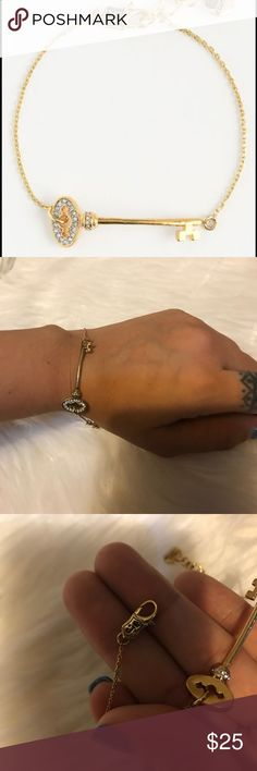 💖juicy couture 💝 💖beautiful juicy couture bracelet 💖in new conditions. It does not come with box or tags . No trades thank you 💖 Juicy Couture Accessories