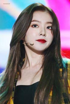 Check out Black Velvet @ Iomoio Red Velvet Irene, Black Velvet, Seulgi, Rapper, Blackpink Jisoo, Kpop Girls, Girl Group, Asian Girl, Beauty Makeup