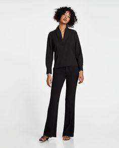 Imagem 1 de BLUSA COM DECOTE EM V da Zara