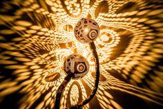 Lámparas Serpentina perforados de cáscaras de coco Reparto Patrones del deslumbramiento de la luz