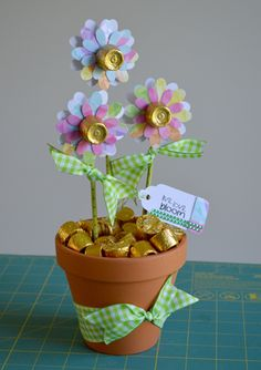 "Candy flowers Tell a teacher, tutor, coach or other important person, ""Thank You For Helping Me Grow This Year!"" This cute gift idea from Designer Dawn will be a sweet end to a great year! Mothers Day Crafts, Crafts For Kids, Craft Gifts, Diy Gifts, Candy Flowers, Candy Bouquet Diy, Candy Trees, Gift Bouquet, Candy Crafts"