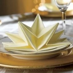 Napkin Folding Origami that we can use for adding special touches of elegance to a formal dinner table for a special event. Need some ideas for... Table Origami, Napkin Origami, Napkin Folding, Dinner Table, Dinner Napkins, Party Napkins, Decoration Table, Napkin Ideas, Formal Dinner