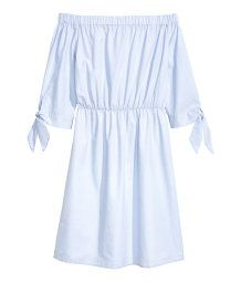 Short, off-the-shoulder dress woven in a cotton blend with wide elastication at the top, 3/4-length sleeves with ties at the cuffs and an elasticated seam at the waist. Unlined.