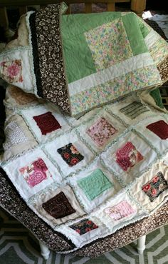 Baby Rag Quilt | Baby Girl | Pinterest Flannel Rag Quilts, Baby Flannel, Baby Rag Quilts, Rag Quilt Patterns, Quilting Ideas, Raw Edge Applique, Homemade Quilts, Quilt As You Go, Sofa Blanket