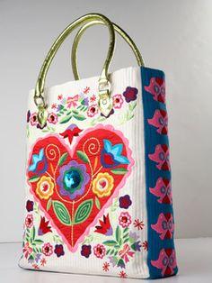 Un joli sac plein de couleurs