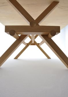 Morelato at the exhibition & # The Mediterranean Diet: evolving objects & # 39 ; Paper Furniture, Wooden Furniture, Table Furniture, Cool Furniture, Furniture Design, Esstisch Design, Table Haute, Wood Joints, Wooden Tables