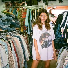 May 2020 - Aesthetic imagery that resonates with us. Or does life imitate art? See more ideas about Skater girl outfits, Bella hadid photoshoot and Skateboard fashion. Outfits 90s, Fashion Outfits, Grunge Outfits, Fall Outfits, Model Tips, Laura Bailey, Diy Foto, Ashley Johnson, Photo Portrait