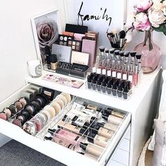 An acrylic eyeshadow organizer - oh my makeup-loving heart is satisfied #makeuporganizeracrylic
