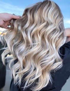 see here the Latest Ideas of Balayage Hairstyles for those girls who have the Lo. see here the Latest Ideas of Balayage Hairstyles for those girls who have the Long Hair. Brilliant Balayage Hairstyle Trends for Blonde Girls Balayage Ombré, Balayage Hair Blonde, Balayage Hairstyle, Ash Blonde, Platinum Blonde With Highlights, Platinum Blonde Hair Color, Brown Ombre Hair, Ombre Hair Color, Hair Colors