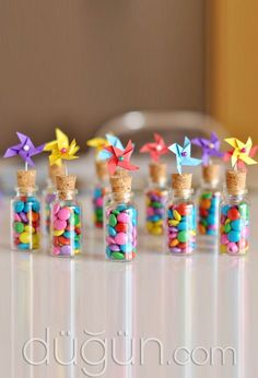 These pinwheel-topped candy favors would be such a colorful addition to display at a birthday or circus-themed party. Find the step-by-step how-tos HERE at Dotcoms for moms. Colorful Birthday Party, Birthday Parties, Juegos Baby Shower Niño, Summer Party Favors, Wedding Stationery Inspiration, Girls Tea Party, Edible Crafts, Candy Favors, Party Centerpieces