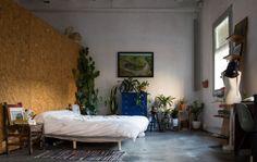 "Plants in large bedroom provide ""breathing space"""