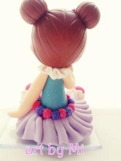 Palhacinha Rosa  Topo de bolo Palhacinha em tons de rosa confeccionada em biscuit.  Peça com aproximadamente 8 cm de altura.