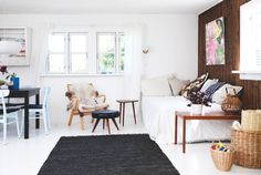Sea of Girasoles: Interior: little summer house