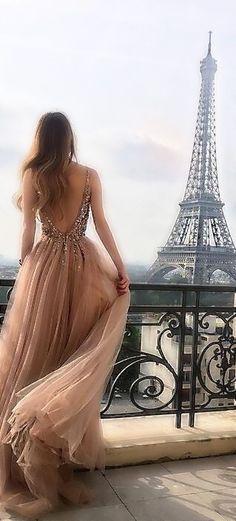 Eiffel Tower, Paris and a gorgeous woman. Tour Eiffel, Paris Photography, Photography Poses, Belle France, Paris Wallpaper, I Love Paris, Pink Paris, Paris Paris, Parisian