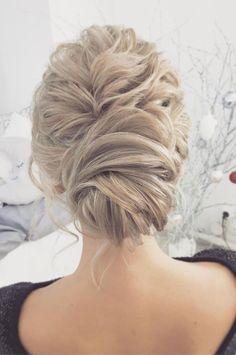 wedding updos for medium length hair,wedding updos,Messy chignon wedding hairstyles,updo hairstyles,prom hairstyles #weddingupdo #chignon #weddinghairstyles
