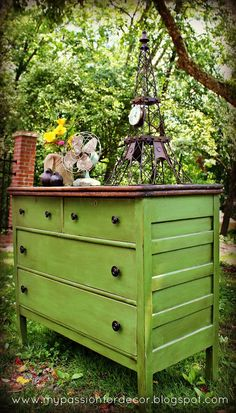 Stunning dresser re-do! That green! wow.  This is what I want for the shutter color!