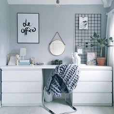 """Ikea hack #workspacegoals 👍💫 Regram via: @olivianicolesilk in the UK 🇬🇧 Starting the working week in """"le office"""" of UK lifestyle blogger Olivia. This is hands down one of the best Ikea desk hacks we've ever seen…and we do see a fair few 😜 Wishing you a productive + happy week 😀👊✨ Thanks Olivia for the tag 🙏😘 PS. If you want to see your workspace featured here, tag #workspacegoals ✨✨✨"""