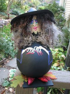 ) One of my witch gourds. Id like to know the artists name. Love this witch. Halloween Gourds, Theme Halloween, Holidays Halloween, Halloween Crafts, Halloween Decorations, Halloween Ghosts, Decorative Gourds, Hand Painted Gourds, Painted Pumpkins