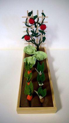 Easy Diy Garden Projects You'll Love Doll Crafts, Kids Crafts, Diy And Crafts, Diy For Kids, Gifts For Kids, Felt Play Food, Farm Theme, Red Felt, Felt Diy