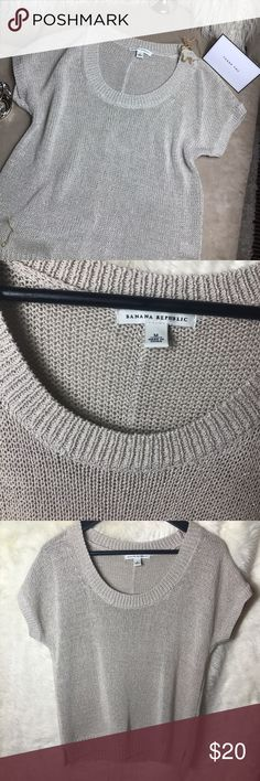 "✨ Banana Republic Shimmer top ✨ Banana Republic  womes size M metallic Beige chunky knit M short sleeve sweater    Pre-owned No rips, tears, marks or stains Please see pictures for details   Armpit to Armpit laying flat - 19"" Length - 23"" Tops"