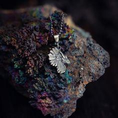 Talizman srebrny smok z pióropuszem. Amulet z magicznym smokiem,