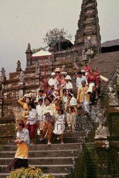 Pilgergruppe in Bali, 1979 Czychowski/Timeline Images #70er #70s #retro #vintage #indonesien #indonesia #bali #traditionell #traditional #culture #kultur #reisen #travel #pilger #pilgrim #religiös #religious #tempel #temple #pray #beten #gebet #prayer #faith #glaube #glauben #religion #treppe #stairs #gruppe #group #menschen #people #tempel #temple #stufen Painting, Art, Idea Paint, Painting Art, Paintings, Kunst, Paint, Draw, Art Education